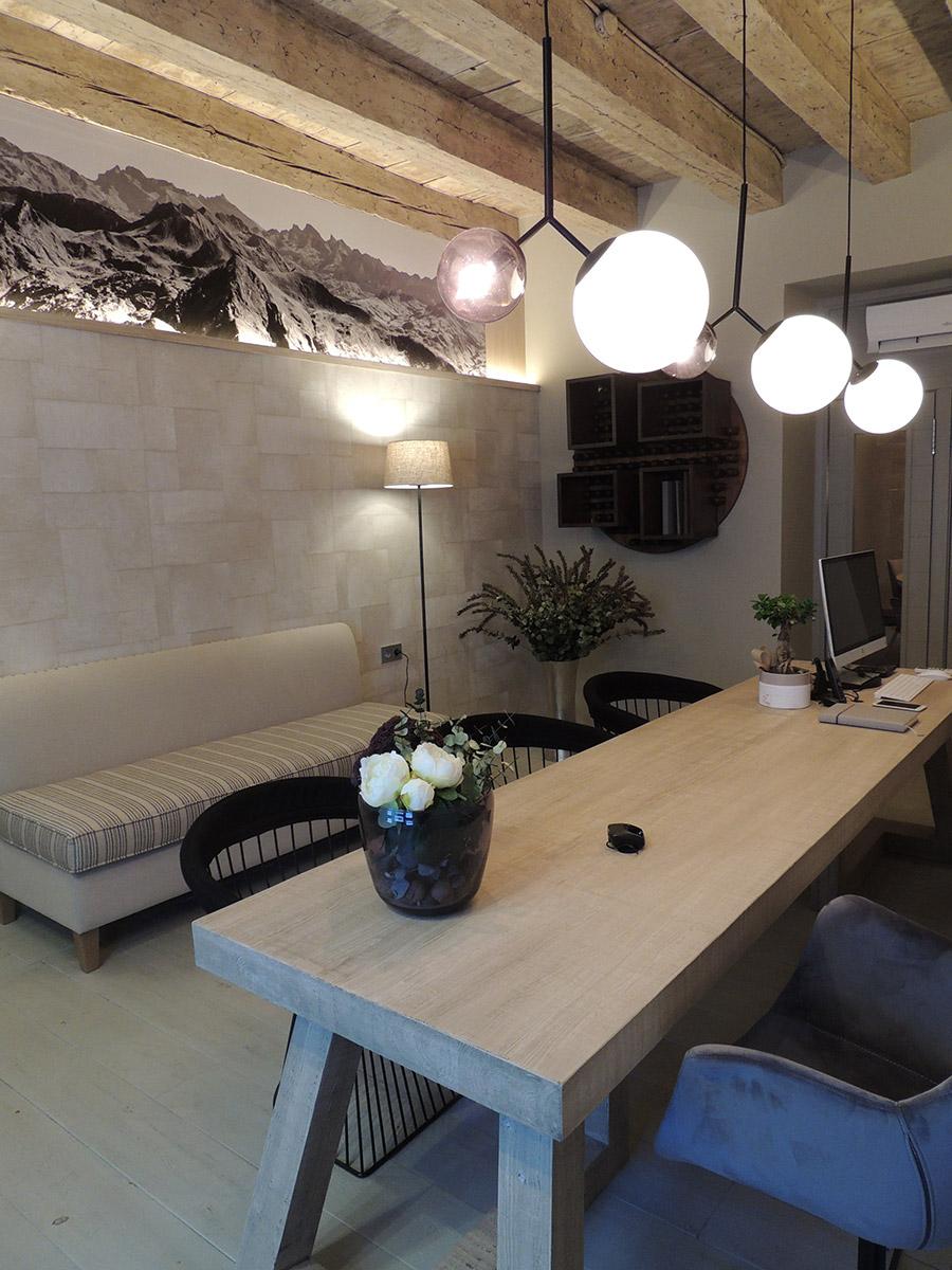 Fincas L'Aldaba en Jaca, con más de 12 de experiencia en gestión inmobiliaria, Fincas Aldaba le ofrece total garantía en venta y alquiler de inmuebles, financiación y seguros… Nuestras oficinas están en la calle Zocotín, nº 10 (local) en el centro de Jaca.